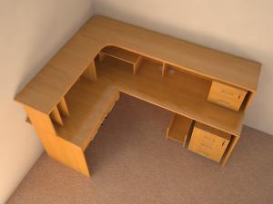 Угловой компьютерный стол. Офисная мебель на заказ.